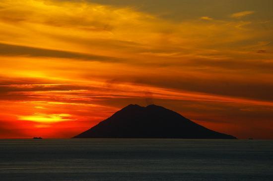 Santa Domenica, Italy: Orizzonte Blu vista panoramica Stromboli dall'albergo