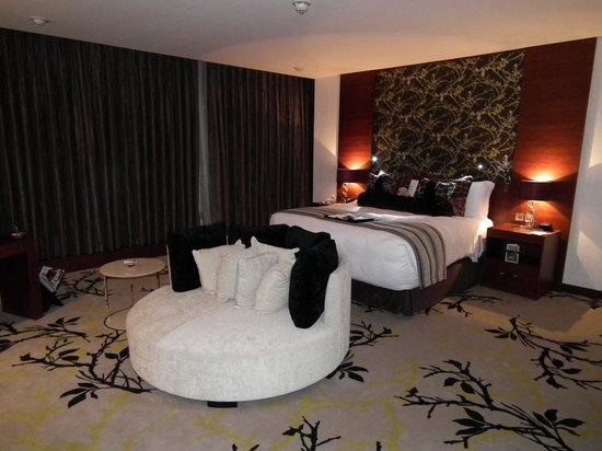 แฟร์ม้อนท์ แบบ ออล บาห์ร: Royal Suite master bedroom