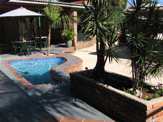 The Garden Lodge Guest House: Pool area
