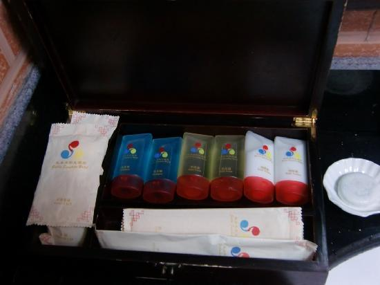 Guilin Sunshine Dynasty Hotel: Bathroom amenities