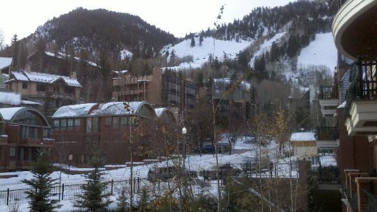 Hyatt Grand Aspen: Window view from our living room