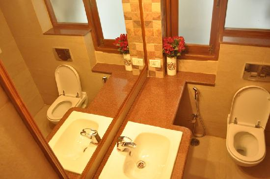 Jorbagh BnB: Exquisitely appointed bathrooms