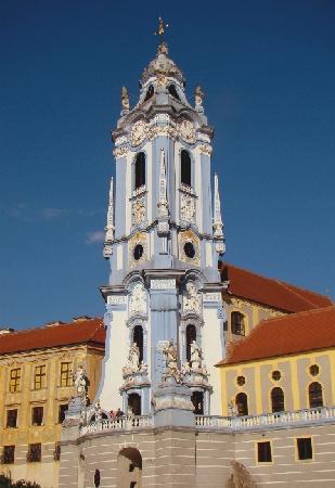 Dürnstein, Austria: Ein barocker Kirchturm als Symbol für eine barocke Landschaft