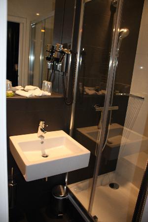 First Hotel: baño