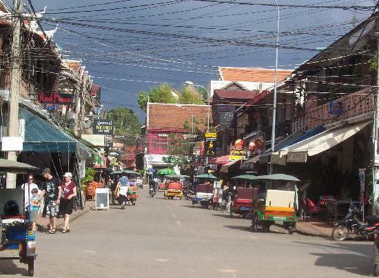 Angkor Panoramic Boutique Hotel: Pub Street before a storm