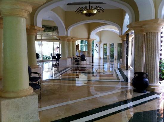 Iberostar Grand Hotel Bavaro: Premier Salon à Gauche en arrivant