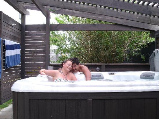 Breakfast on the Beach Lodge: The lodge hot tub