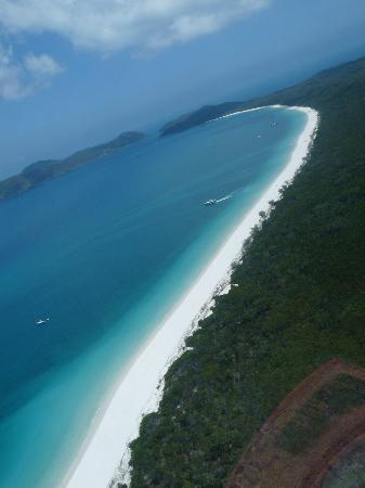 Pantai Whitehaven: Whitehaven Beach from the helicopter