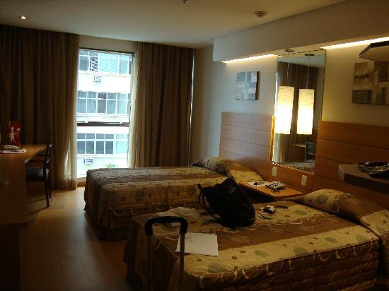 Arena Copacabana Hotel: Mas de la habitación