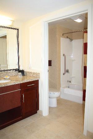 Residence Inn Burlington Colchester : bathroom