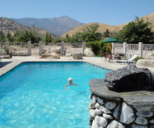 Falling Waters River Resort: sparkling pool feels secluded