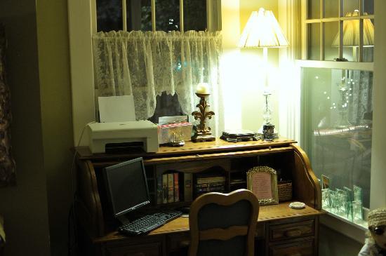Austin's Inn at Pearl Street: guest computer