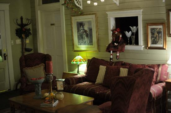 Austin's Inn at Pearl Street: common area