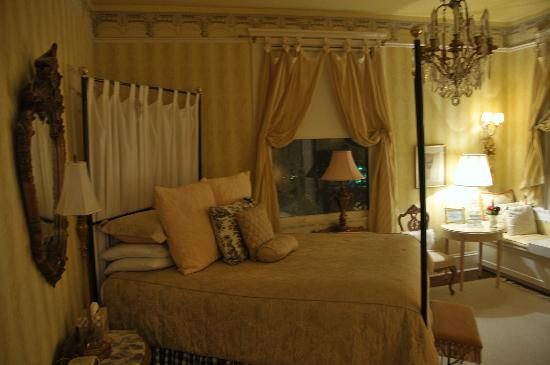 Austin's Inn at Pearl Street : french room