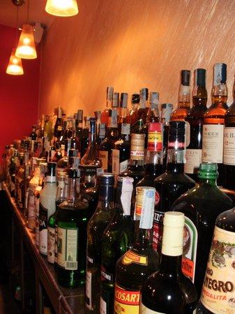 L'Apostrofo Wine and Cocktail Bar : la sontuosa bottigliera