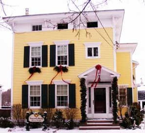 The Pineapple House Bed & Breakfast: Pineapple House, Canajoharie, NY