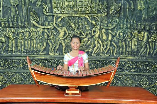 Lucky Angkor Hotel: Traditional Khmer Music