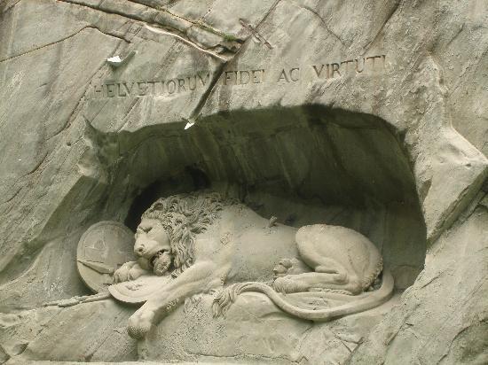 Monumento al león de Lucerna: The most sad sculpture of stone