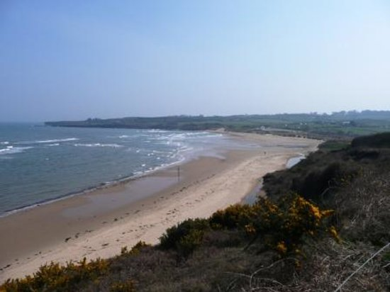Traeth Lligwy: The sweeping sands of Lligwy Beach