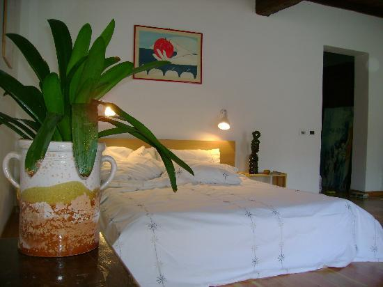 Aprile B&B: The Book of Longing Room