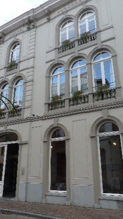 Bed & Breakfast Gallery Yasmine: façade, côté rue des chambres d'hôtes, la galerie est en dessous