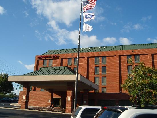 Hampton Inn Martinsburg: The entrance of the Hampton Inn in Martinsburg
