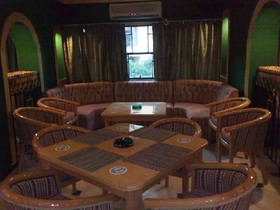 Regal Lounge Bar: Comfortable & Ample seating