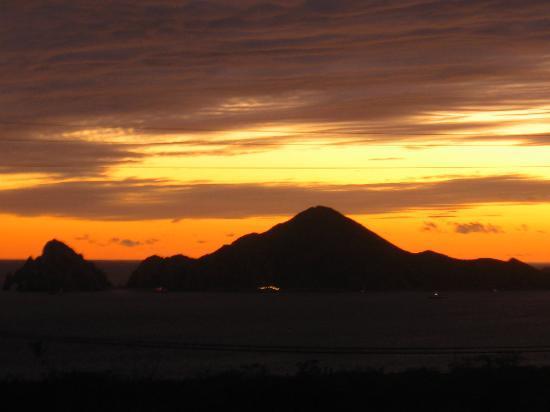 Villa del Palmar Beach Resort & Spa Los Cabos: Sunrise from our balcony