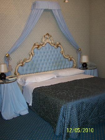 Tete De Lit Sale Picture Of Hotel Rialto Venice Tripadvisor