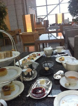afternoon tea @ The Peak Bar