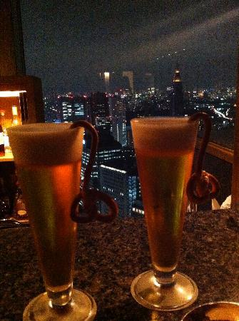 The Peak Bar: evening drinks at the counter