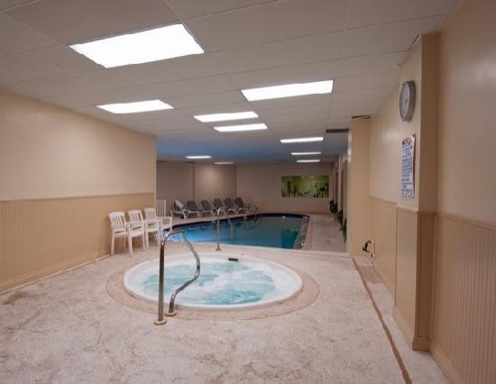 Royal Floridian Resort: indoor hot tub