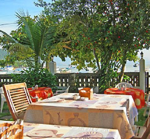 Pousada Manaca Inn: Breakfast with sea view