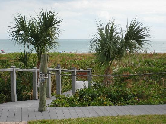 Sanibel Arms Condominiums: Walkway to the beach