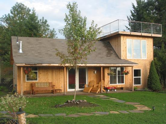 Dominion Mountain Retreat: Bed & Breakfast Bungalow