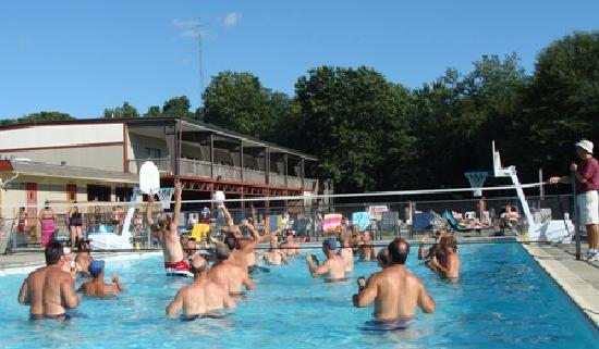 Strawberry Park Resort: 3 large pools & daily summer activities