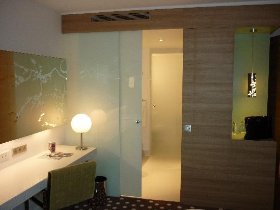 Hôtel Barrière Lille: Vue sur la salle de bain