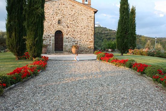 Пассиньяно-суль-Трасимено, Италия: Entrance Villa San Crispolto