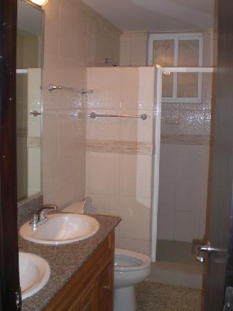 Central Tower: Bathroom with double Vanity Sinks