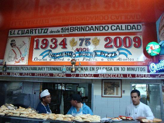 El Cuartito: La buena pizza since 1934