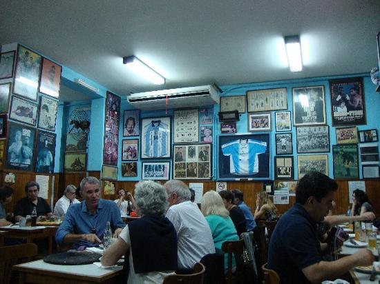 El Cuartito: ordinary place, great pizzas