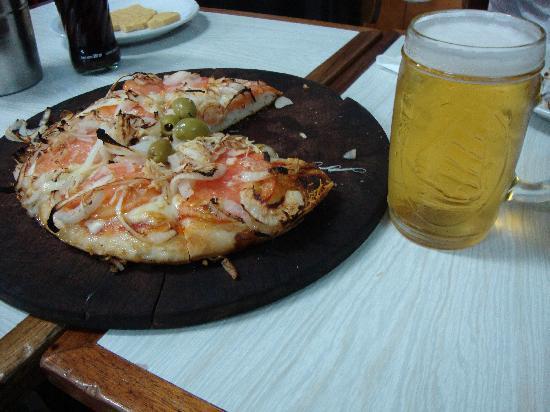 El Cuartito: pizza + Quilmes = just perfect