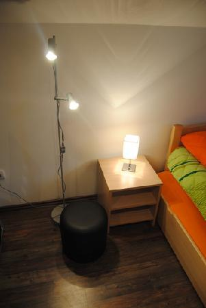 Ela Apartments : free standing lamps
