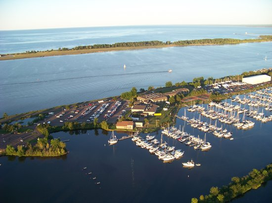 Barkers Island Inn: An aerial view of the island