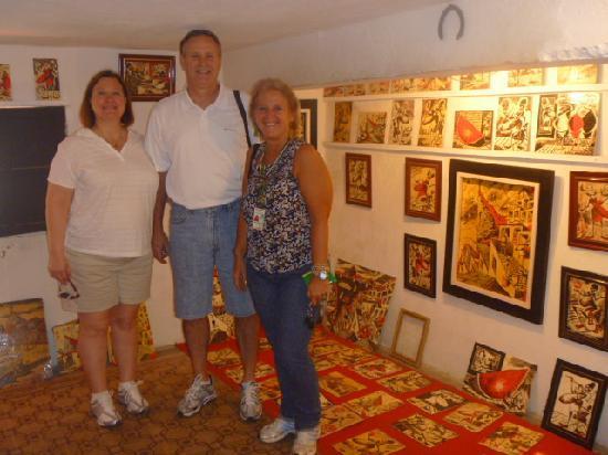 TourGuide Neyla: Barbara & Staily Minks at Selaron Studio