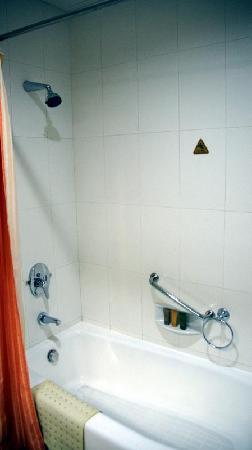 Meilun Hotel: Bath room