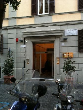 Trianon Borgo Pio Residence: BorgoPio2000 front entrance