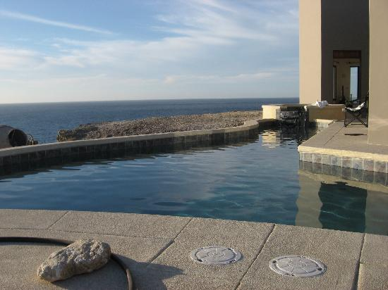 Arriba de la Roca: The pool with an ocean view.