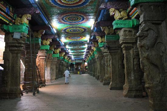 Madurai, Hindistan: The Pillars
