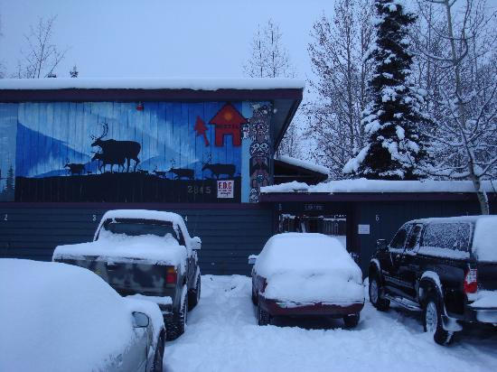 Spenard Hostel International: Hostel Front